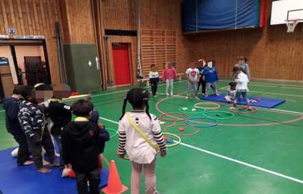 Lekar på temat Jorden runt - Visättraskolan i Huddinge